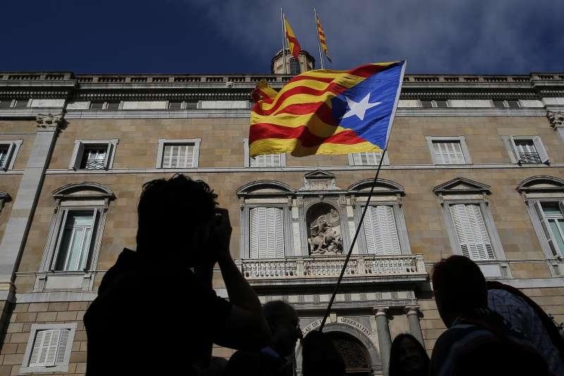 西班牙中央政府全面接管加泰隆尼亞,加獨陣營下一步該何去何從?(AP)