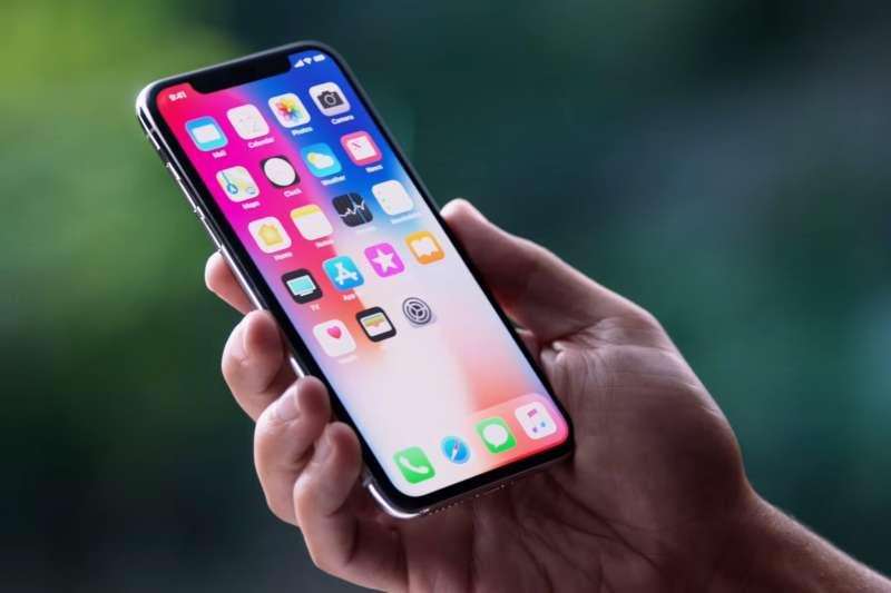 自製表情符號、人臉辨識功能,蘋果的最新主打iPhone X來勢洶洶,準備搶攻果粉荷包(圖/擷取自Youtube)