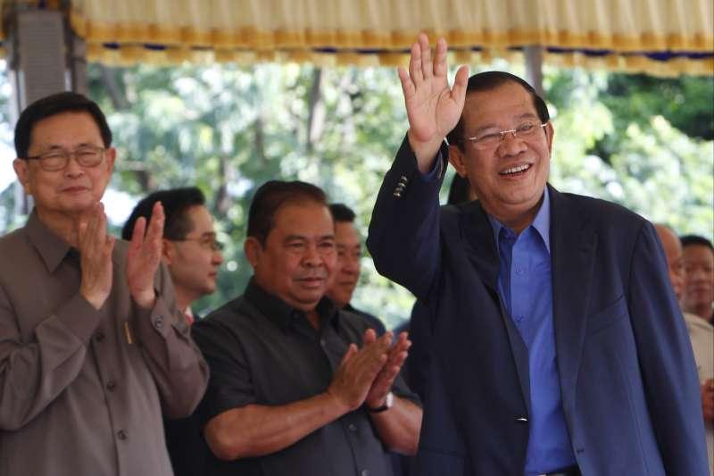 柬埔寨總理洪森為了確保2018年順利連任,加大掌控媒體力道(AP)
