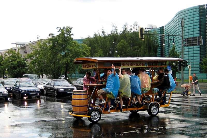 德國柏林的啤酒腳踏車(Jörg Sancho Pernas@Wikipedia/CC BY-SA 3.0)