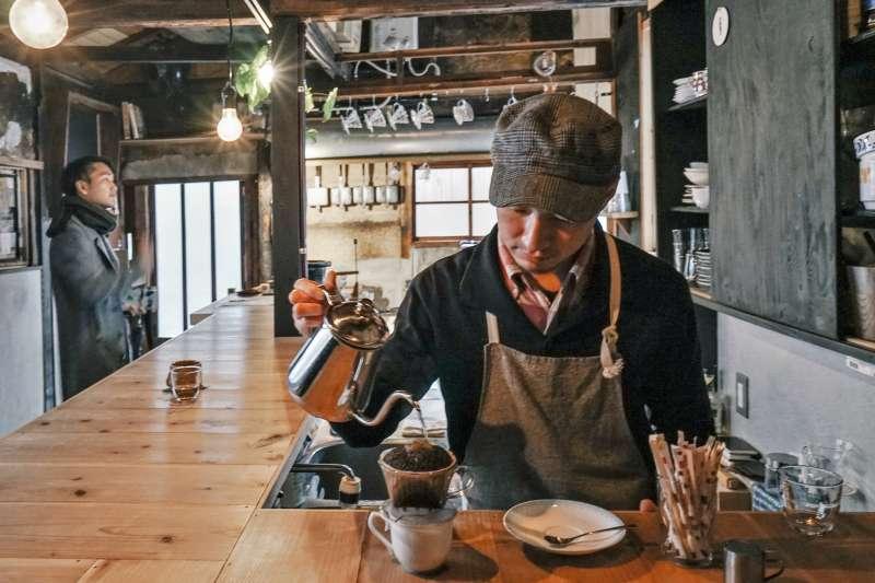 京都有非常多特色的咖啡廳,不妨跟著咖啡達人一一造訪。(圖/東販出版提供)