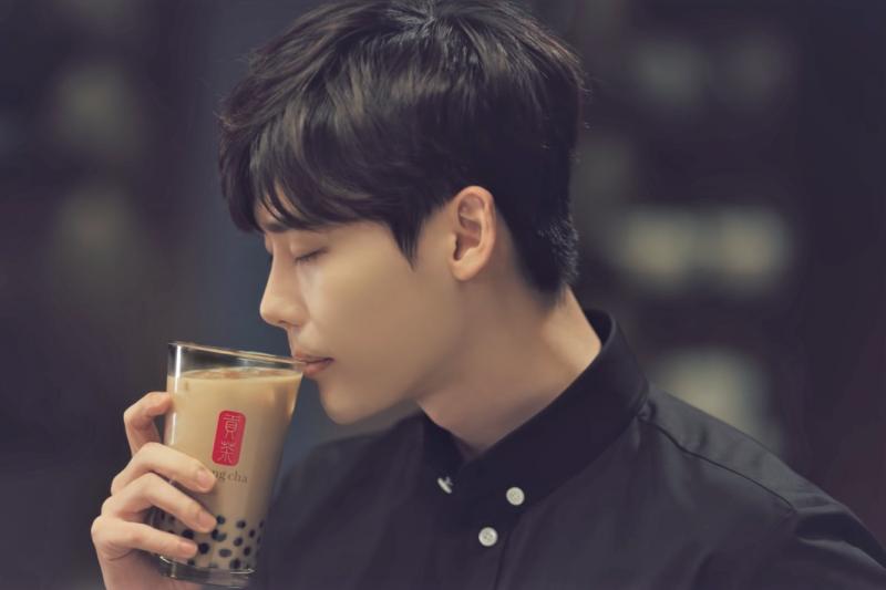 韓國人最喜灣的台灣行程與伴手禮,竟然是即溶奶茶包!台灣品牌奶茶進軍韓國也屢創佳績。(圖/Gong cha Korea@youtube)