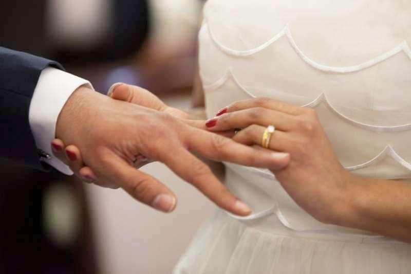 交往不到一年、愛情長跑十年,到底結婚前該在一起多久才算「合格」?(圖/Pexels)
