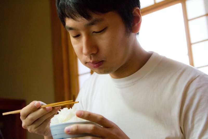 飲食的時間點沒有絕對的標準時間,重點在於你吃什麼。(圖/pakutaso)