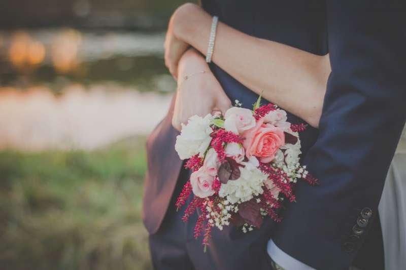 婚姻中出現小三,真的都是女人「不檢點」、男人一點錯都沒有嗎?(示意圖/PEXELS)