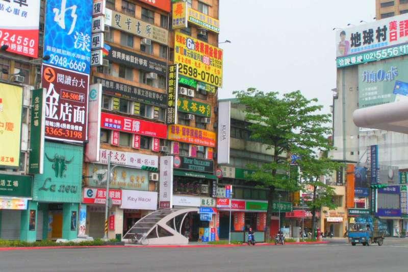 在台北想買一間安身立命的小房間有多難?(示意圖/Ashley Thay@Flickr)