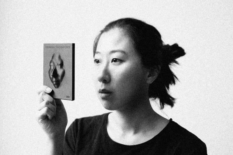 黃郁慈以重新設計台灣護照為畢業製作,以設計探討身分、國家認同的作品獲選2017荷蘭設計潛力人物,設計實力備受肯定。(圖/取自YU-TZU HUANG)