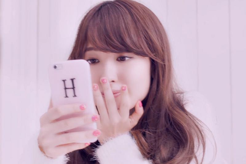 「請打我的手機」正確英文該怎麼說呢?(示意圖非本人/翻攝自youtube)