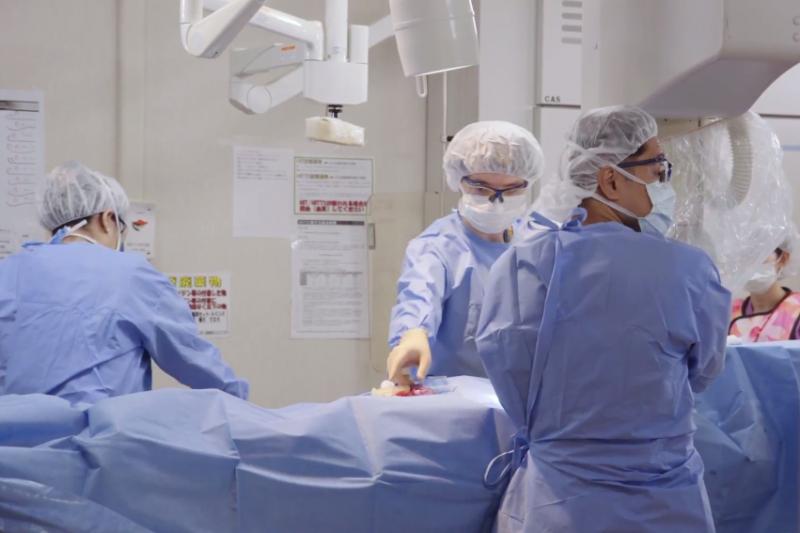 幸虧有麻醉技術,人類終於有機會克服手術時的痛覺與恐懼。(示意圖非本人/翻攝自youtube)