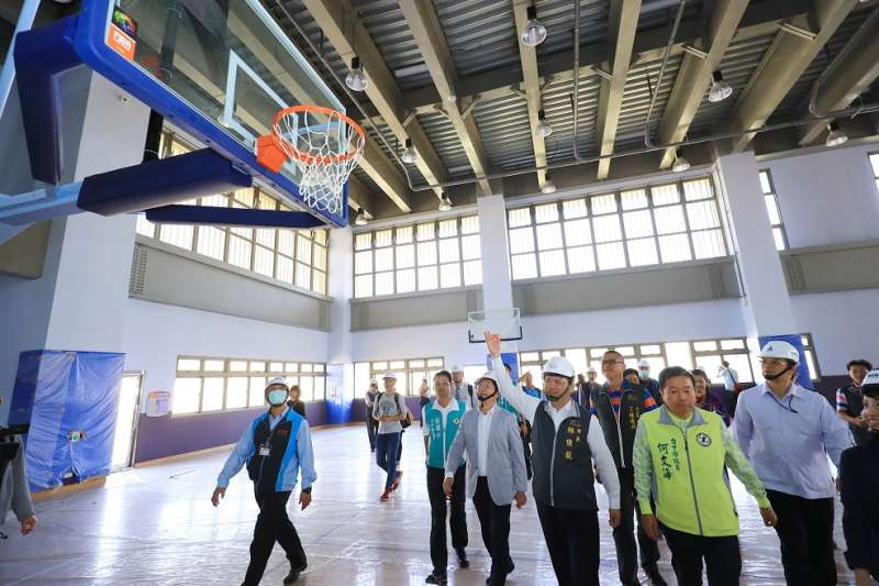 台中市長林佳龍視察重大工程建設南屯國民運動中心。(圖∕台中市政府提供)