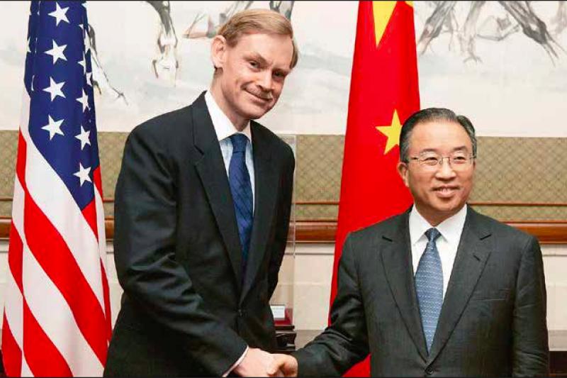 戴秉國在2004年的台灣總統大選前,以中國特使身份進行國際反台獨工作,赴美面見布里辛斯基。(資料照,多維媒體提供)