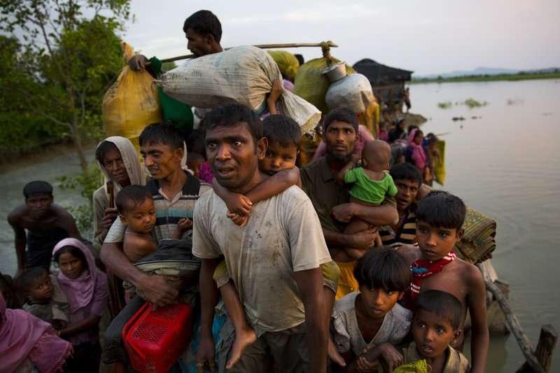 目前每天都有數以千計的羅興雅人逃往孟加拉。(美聯社)