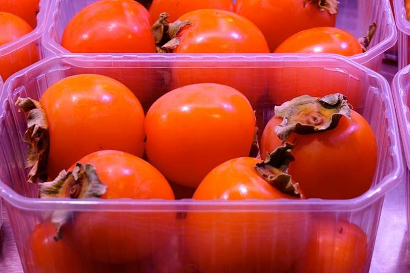 柿子和優酪乳一起食用,通常只會增加腸胃負擔,而不是中毒甚至死亡那麼嚴重。(圖/germannavas1@pixabay)