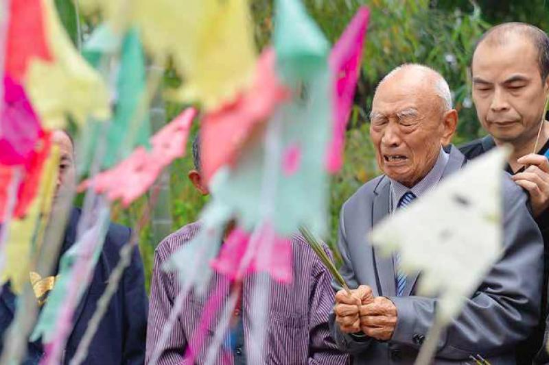1949年,一群人從戰亂的中國倉皇撤退到台灣,根本不知此去一別竟長達了40年,兩岸從此陷入對峙,不僅禁止人員往來,連書信都無法寄達。(資料照,多維傳媒提供)