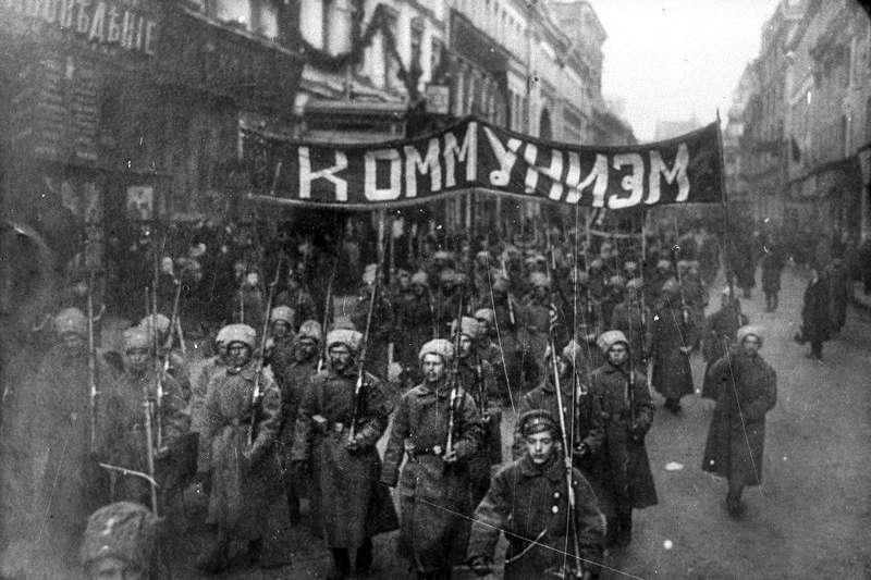 今年適逢俄羅斯「十月革命」一百週年紀念日,大量珍貴黑白照釋出,讓世人得以窺見當時的革命氛圍。(AP)