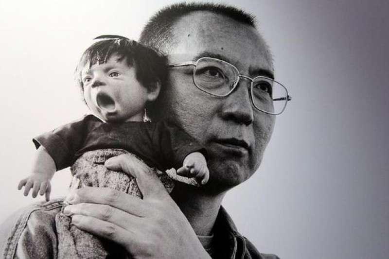 劉曉波獲得諾貝爾和平獎後不久,夫人劉霞便遭到軟禁。2012年美國紐約舉辦了題為「沉默的力量」(The Silent Strenth)的個人攝影展。(德國之聲)