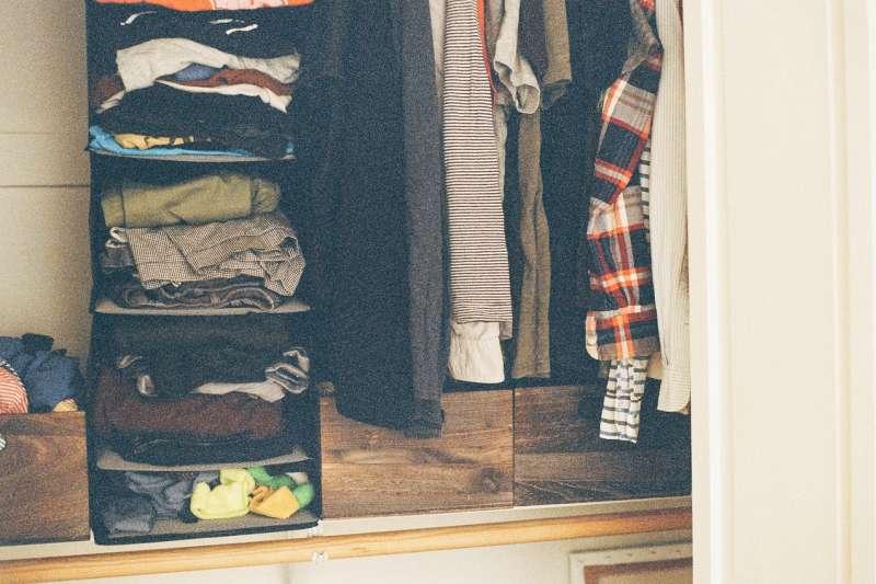 換季就是大肆購入新衣的時刻,卻發現衣櫥沒有多餘空間。(圖/Pixabay)