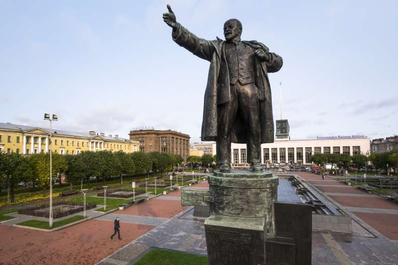 俄羅斯十月革命100周年:位在聖彼得堡的列寧銅像(AP)