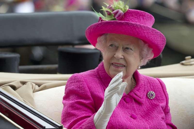 國際調查記者聯盟再披露《天堂文件》,英國女王也被爆投資開曼群島離岸公司。(美聯社)