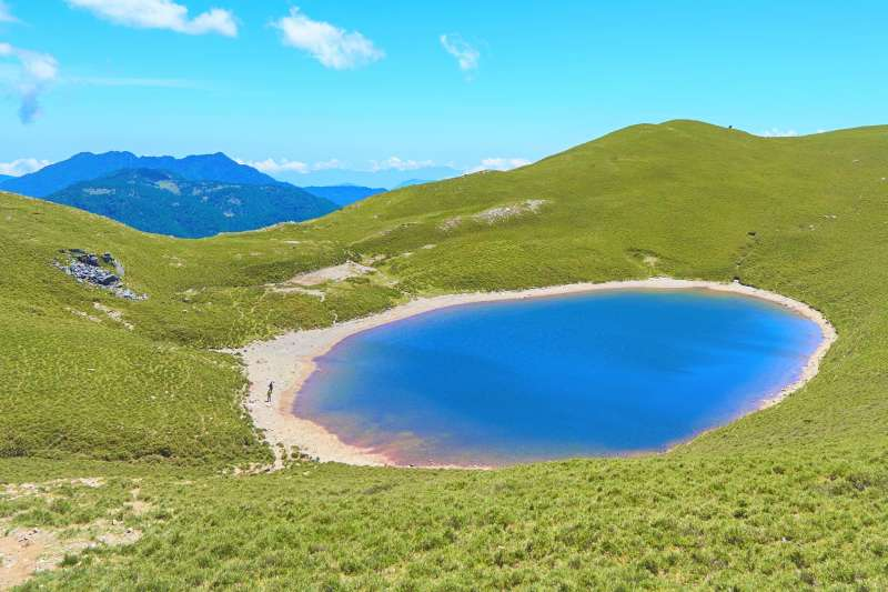 嘉明湖有「天使的眼淚」美稱,然而過去卻有許多離奇的山難傳聞,讓美景染上陰影。(圖/CHU WayNe@flickr)