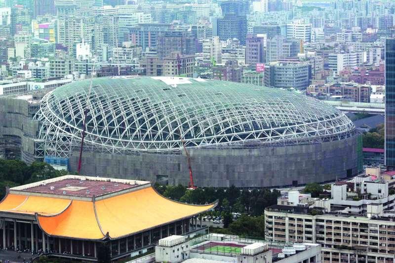 大巨蛋BOT案,馬英九領導的北市府顯然當了冤大頭。(新新聞資料照)