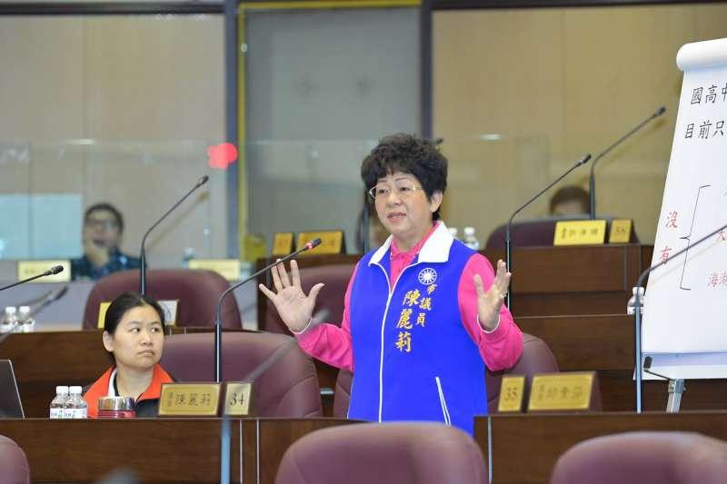 長生電廠回饋金補助不均,桃園市議員陳麗莉為電纜線下770戶叫屈。(圖/桃園市議會提供)