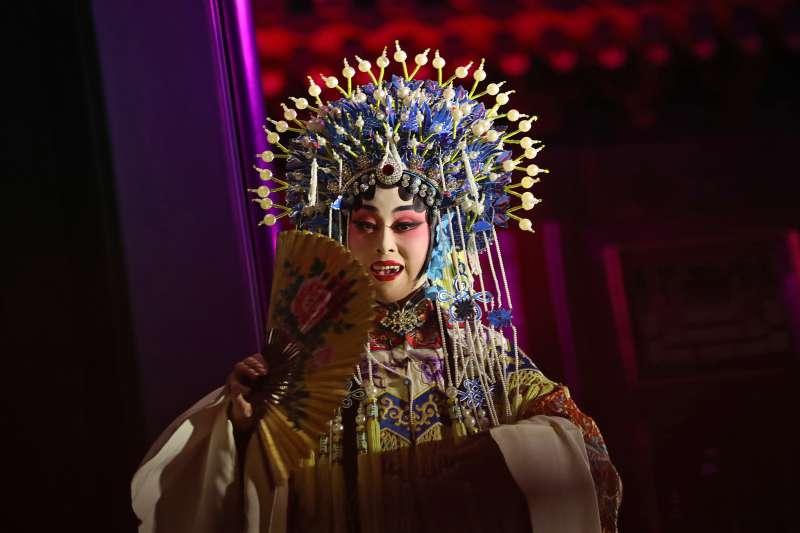 川普亞洲行第三站來到中國,習近平在紫禁城內設宴款待,並安排京劇演出。(美聯社)