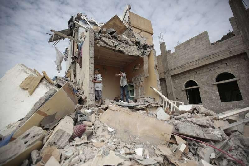 葉門自2015年爆發內戰後,飽受饑荒、霍亂之苦,近日沙國宣布封鎖葉門海陸空,救援物資難以進入,更是雪上加霜。(美聯社)