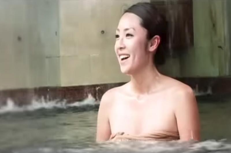 天冷泡湯最棒了!若想嘗試特別的泥漿溫泉,全台只有關子嶺有!(示意圖/截自youtube)