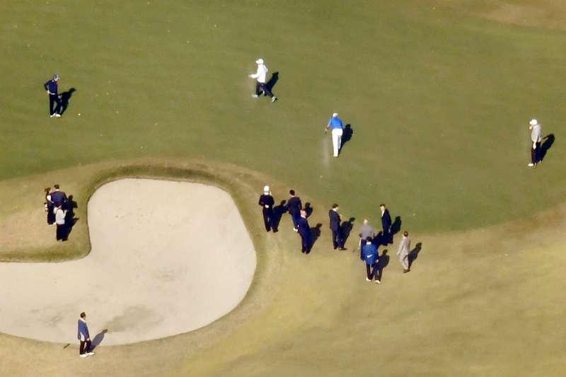 川普訪日,安倍特地在高級私人會館安排打高爾夫球。(美聯社)