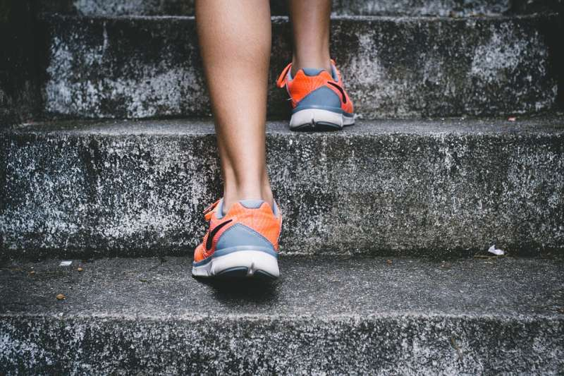 慢跑或快走屬於低強度運動,身體容易適應,因此熱量消耗少。(圖/Pixabay)