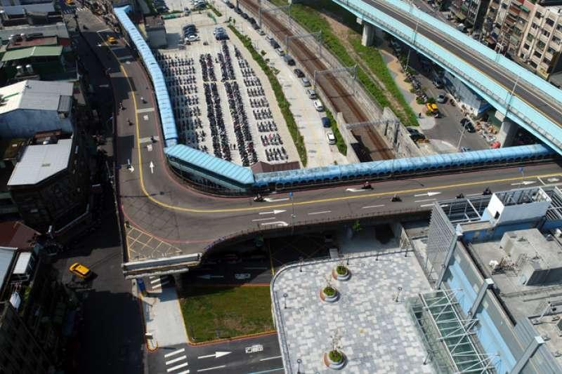 未來基隆市忠一路打通後,基隆火車站就沒有前後站之分。(圖/基隆市政府提供)