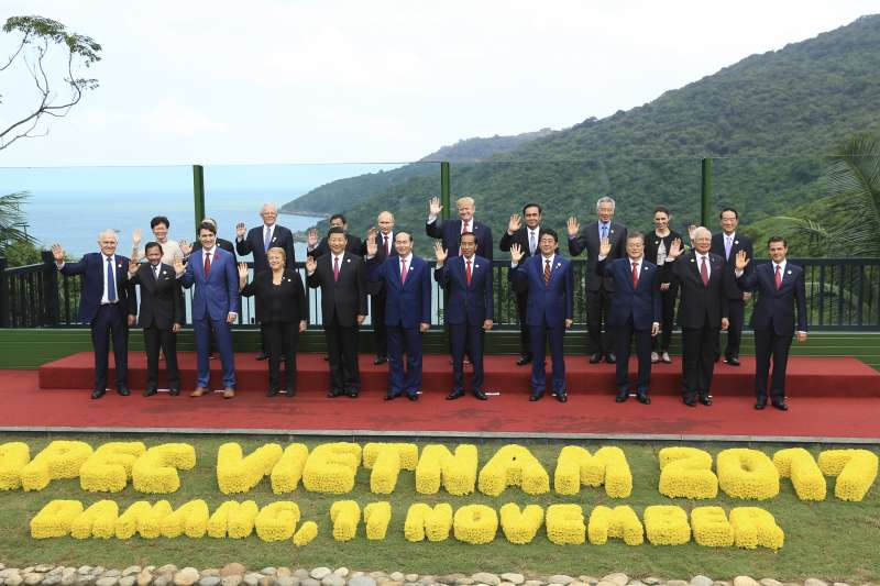 APEC領導人峰會在越南峴港登場,台灣領袖代表宋楚瑜(後排右1)列席,強化我國與亞太諸國關係(AP)