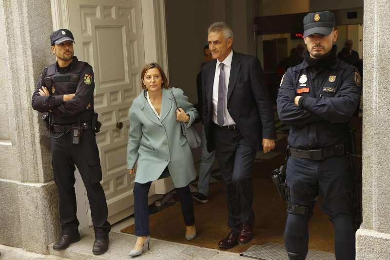 加泰議會前議長佛卡戴爾(左二)獲保釋出獄。(美聯社)