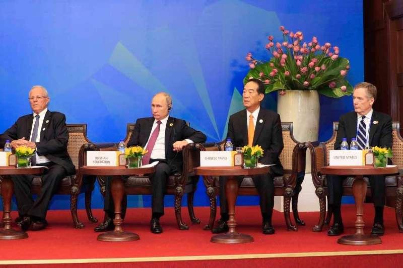 越南APEC峰會,台灣代表宋楚瑜(左三)參加APEC領袖與東協領袖非正式對話(APEC臉書)