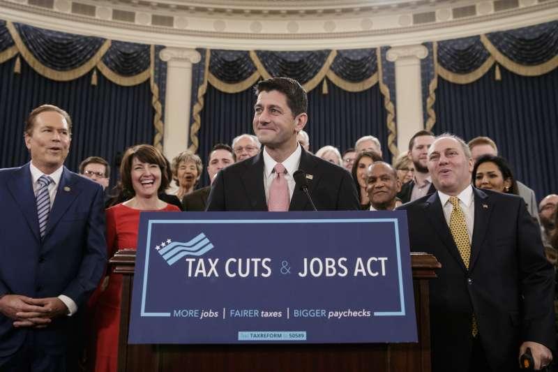 川普稅改:聯邦眾議院提出稅改法案(AP)