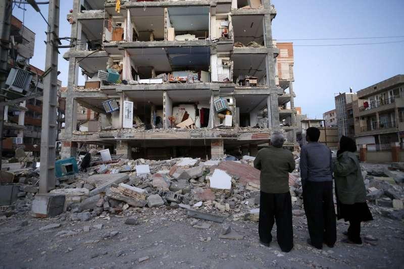 兩伊邊境2017年發生強震,伊朗邊境城市薩爾波勒扎哈卜(Sarpol-e-Zahab)的建築嚴重受損。(美聯社)