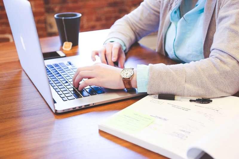 遠距辦公是未來的工作型態,辦公室文化將被取代。(示意圖/StartupStockPhotos@pixabay)