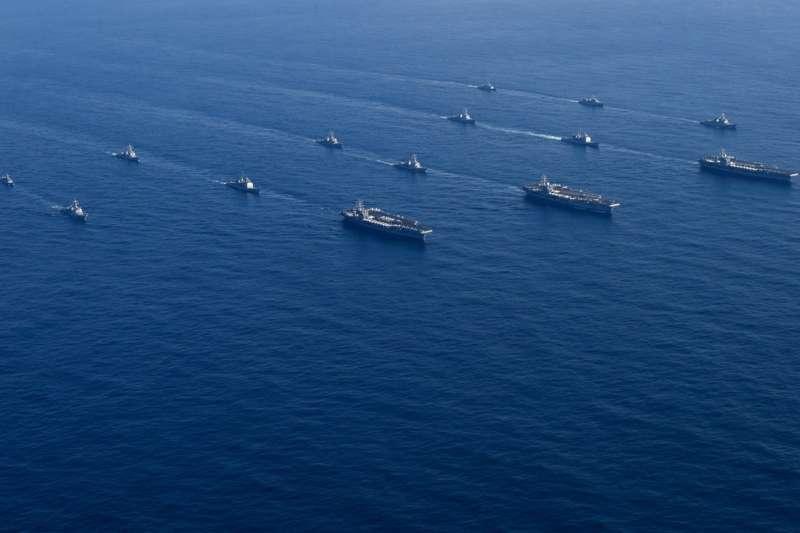 2017年11月中旬,美國海軍出動尼米茲號、雷根號、老羅斯福號3大航空母艦打擊群,進入西太平洋朝鮮半島海域,威懾北韓金正恩政權(第七艦隊臉書)