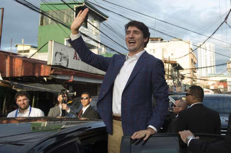 加拿大總理杜魯道受邀參加東亞峰會,出現在菲律賓馬尼拉街頭。(美聯社)