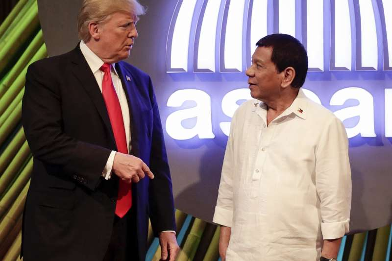 川普表示,自己願意調解南海主權的問題,但被菲律賓總統杜特蒂潑冷水說「南海最好不要碰」。(美聯社)