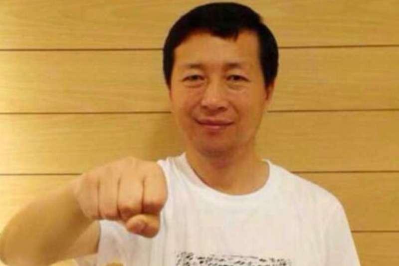 被「吊照」十年的中國維權律師唐吉田。