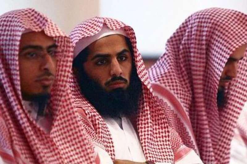 宗教警察是伊斯蘭政治化的產物,圖為身著傳統服裝的沙特宗教警察。(資料照,取自澎派新聞)