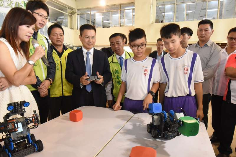 「『機器人編碼』Robot and Coding 科技扎根培育」計畫將從106學年度起,正式導入。(圖/彰化縣政府提供)