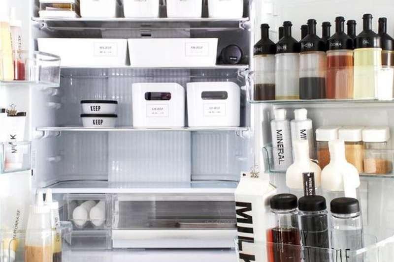 冰箱亂的時候常常要用的找不到,東西還會放過期。學會有效收納整理,冰箱用起來超順手!(圖/https://locari.jp/posts/81734/amp,Boxful提供)
