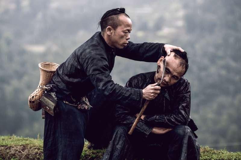 中國深山中的少數民族岜沙族,也被稱為是中國僅存的「最後一個槍手部落」。(圖/言人文化提供)
