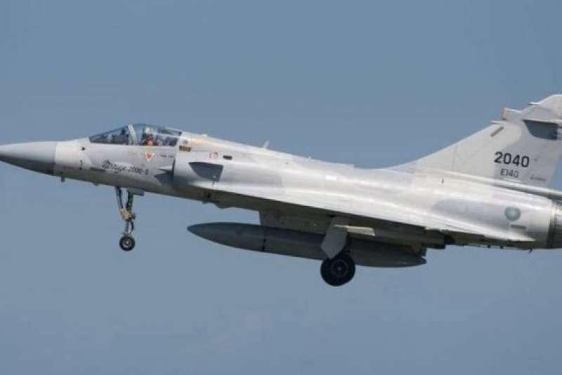 台灣空軍現有55架幻像2000-5型戰鬥機,圖為這次失蹤的戰機相片。(BBC中文網)