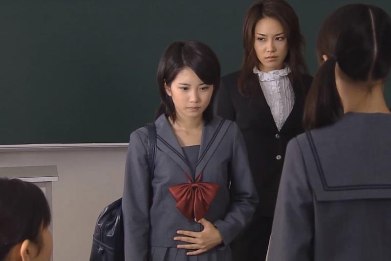 中學少女成了小媽媽,還有辦法回到學校嗎?(圖/Agplus Broadcast Hk@youtube)