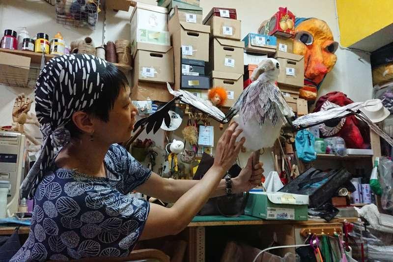 陳佳豪、于明珠是台灣的製偶、操偶師,活躍於劇場界,生動賦予戲偶新生命。(圖/飛人集社劇團提供)