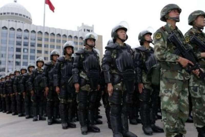 中國在新疆部署大量兵力警力。(BBC中文網)